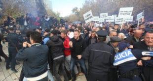Сукоби полиције и демонстраната на протестима у Тирани 5