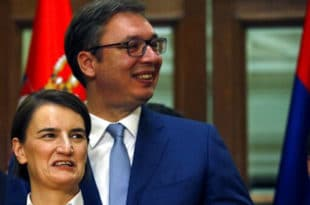 Вучић и Брнабићка финансирају насељавање миграната у Србији преко доплатних поштанских марки!