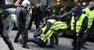 """Белгија: Насиље на протесту """"Жутих прслука"""" у Бриселу, полиција користила сузавац (видео)"""