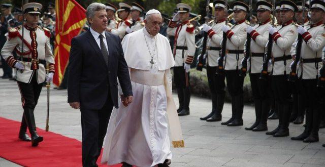 Папа стигао у Скопље, служи мису на Тргу Македоније 1