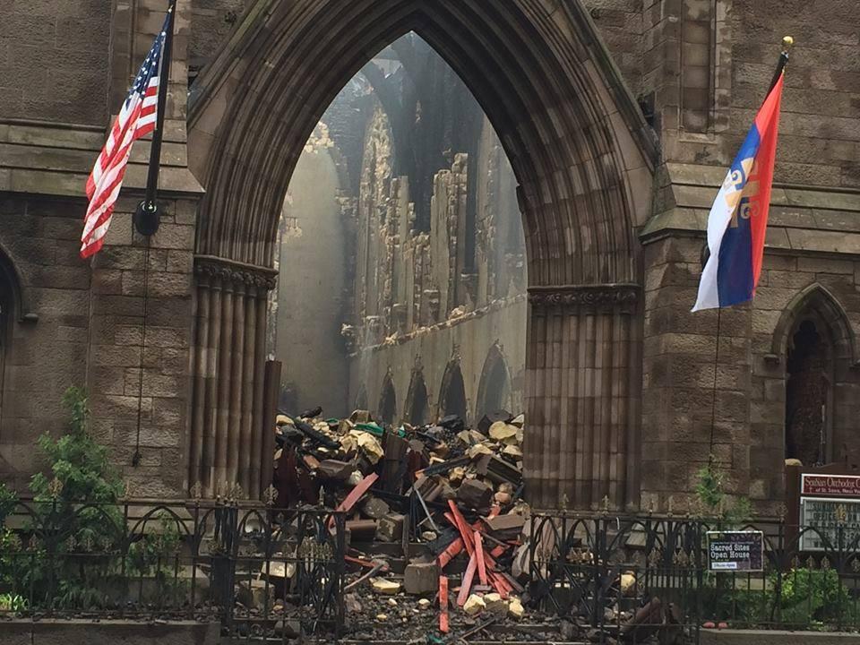 СЛУЧАЈ ЦРKВЕ СВ. САВЕ У ЊУЈОРKУ: Потрошили 2 милиона $ за кућу епископу, а верници се моле на згаришту 3