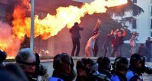 "У Тирани вечерас у 19 сати почиње ""борба на живот или смрт"" 19"