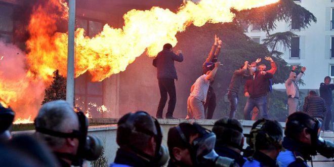 "У Тирани вечерас у 19 сати почиње ""борба на живот или смрт"""