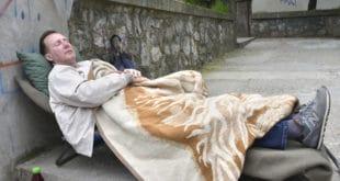 ПРОФЕСОР ШТРАЈКУЈЕ ГЛАЂУ: На тротоару чека повратак у школу 8
