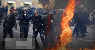 Жестоки сукоби демонстраната и полиције на улицама Париза, за сада 165 ухапшених (видео) 7