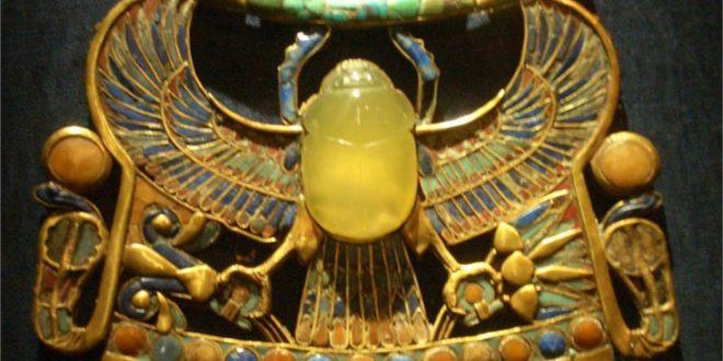 """""""Жуто стакло"""" из амајлије фараона Тутанкамона је ванземаљског порекла"""