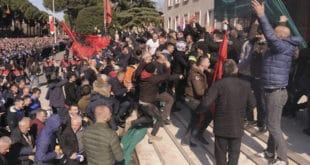 Еди Рама води Албанију у грађански рат! 11