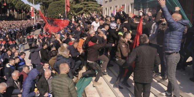Еди Рама води Албанију у грађански рат! 1