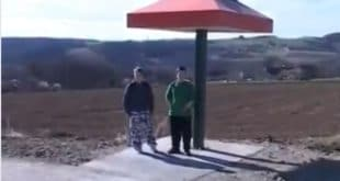 Ћуприја: Напредњаци свечано отворили аутобуску печурку (видео) 6