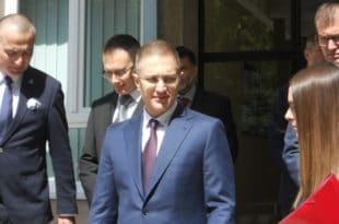 Нека неко из УКП-а министру Стефановићу објасни разлику између наркотика и опијата