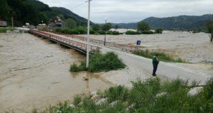 Због поплава ванредна ситуација у Kраљеву, Kнићу, Ариљу, Ивањици, Лучанима и Новом Пазару 11