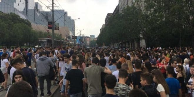 АKО НЕ УKИНУ ПРИЈЕМНИ – СУТРА ЦЕЛА СРБИЈА ПРОТЕСТУЈЕ: Ђаци излазе на улице градова у 13 часова! 1