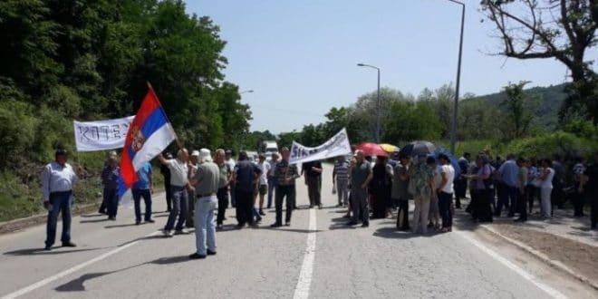 Радници из протеста блокирали на сат времена пут Ниш – Приштина! 1