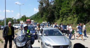 Радници поново блокирали пут Ниш-Приштина, саобраћај у прекиду више од 3 сата! 11