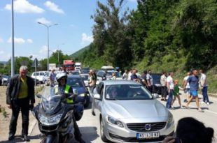 Радници поново блокирали пут Ниш-Приштина, саобраћај у прекиду више од 3 сата!