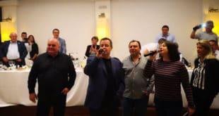 Док шиптари тероришу Србе на Космету Дачић пева и ломи тањире по Грчкој (видео) 3
