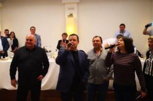 Док шиптари тероришу Србе на Космету Дачић пева и ломи тањире по Грчкој (видео)