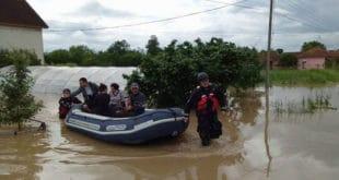 Поплаве изазвале клизишта и одроне 8