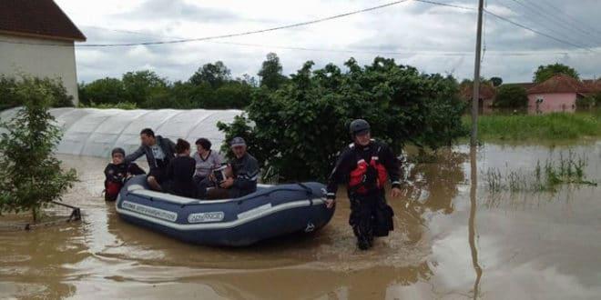 Поплаве изазвале клизишта и одроне