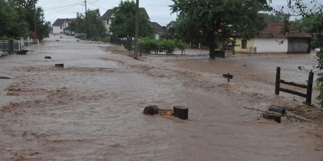 Кнић: Више од 1.200 хектара под водом, евакуисана домаћинства