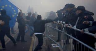НАПЕТО У АЛБАНИЈИ: Опсадно стање снага безбедности због протеста опозиције 7