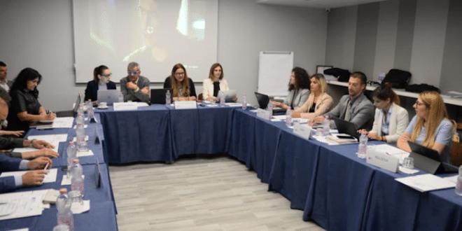 Скандал у Валони — приштинска делегација гађала флашом шефа српске делегације 1