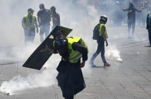 Полиција у Монпељеу без разлога против Жутих прслука употребила сузавац и водене топове (видео)