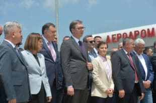 """Вучић отворио Аеродром """"Морава"""" за међународни саобраћај иако аеродром уопште није оспособљен за то!"""