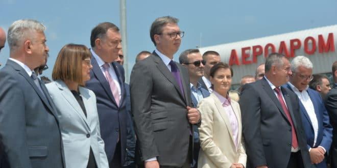 """Вучић отворио Аеродром """"Морава"""" за међународни саобраћај иако аеродром уопште није оспособљен за то! 1"""
