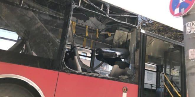 Београд: Експлозија у аутобусу, пет особа повређено, жена с тежим повредама главе