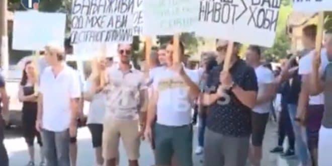 Напредни ботови направили протест у знак подршке изградње минихе! (видео) 1