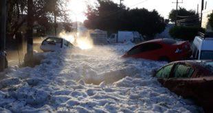 Мексико: У Гваладахари у току олује нападало 1,5 метар града и леда (видео) 7