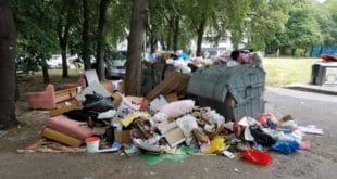 Хорор на Новом Београду: Ђубре затрпало вртић! (фото) 10
