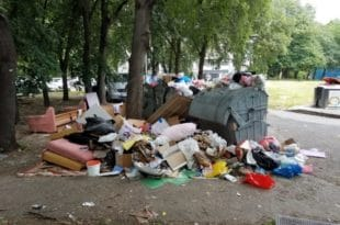 Хорор на Новом Београду: Ђубре затрпало вртић! (фото)