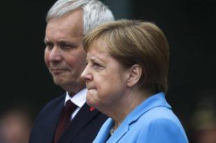 """Меркелова кад је ухвати трескавица само понавља """"успећу, успећу"""" (видео)"""