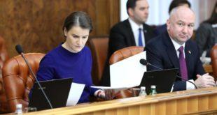 Лажна свађа министра Поповића и Брнабићке
