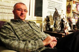 Аутошовинистичка елита у српском Дизниленду. Данас је српски једино ћутати