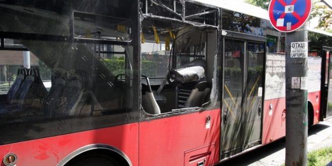 Kатастрофално стање у ГСП-у однело прве жртве: Аутобус експлодирао на Дедињу, има повређених 1