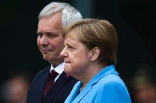 Меркел се поново тресла (видео)