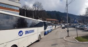 НАПРЕДЊАЧКИ СЕНДВИЧАРИ из целе Србије кренули да дочекају Макрона 12