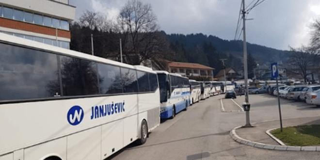 НАПРЕДЊАЧКИ СЕНДВИЧАРИ из целе Србије кренули да дочекају Макрона 1