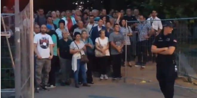 Погледајте како је Вучић од напредних ботова направио стоку! (видео)