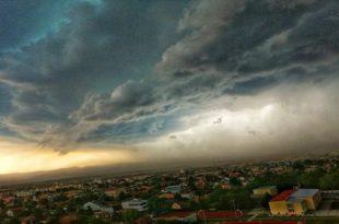 Невероватне фотографије неба над Новим Садом пре и после невремена (фото) 8