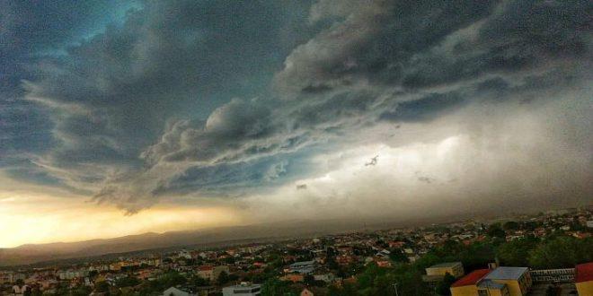 Невероватне фотографије неба над Новим Садом пре и после невремена (фото) 1