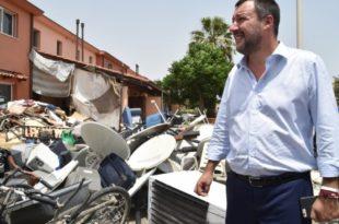"""Салвини затворио """"највећи центар за мигранте"""" у Европи"""