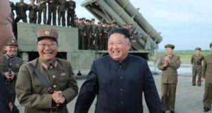 """Воли ракете! Насмејани Ким тестирао """"супер-велики вишецевни бацач ракета"""" (фото)"""