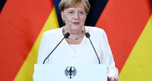 Вас Меркелова изгледа почело да тресе и у мозак