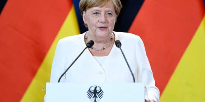 Вас Меркелова изгледа почело да тресе и у мозак 1