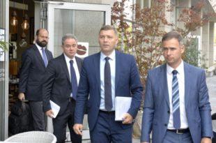 ЕУ на све начине хоће да Вучићу омогући легитимитет како би предао Косово шиптарским терористима