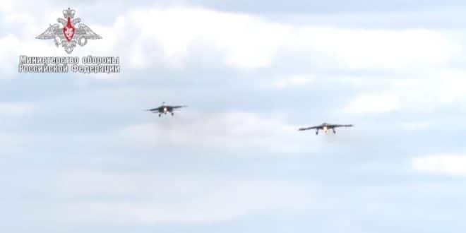 Руси упарили тешки дрон који контролише вештачка интелигенција са ловцем Су-30СМ (видео) 1